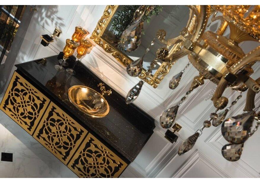 ארון אמבטיה בגוון שחור וזהב
